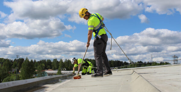FALL PROTECTION FOR SNOW REMOVAL ON ICEHOCKEY ARENA