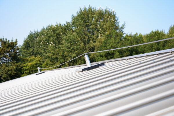 FALL PROTECTION LIFELINE FOR STANDING SEAM ROOF PROFILE