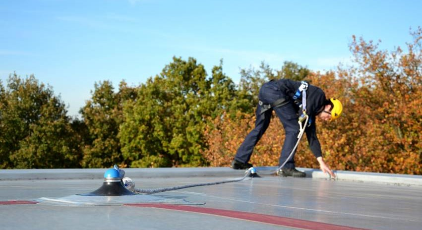 work on roofs retractable fall arrester or rope grab