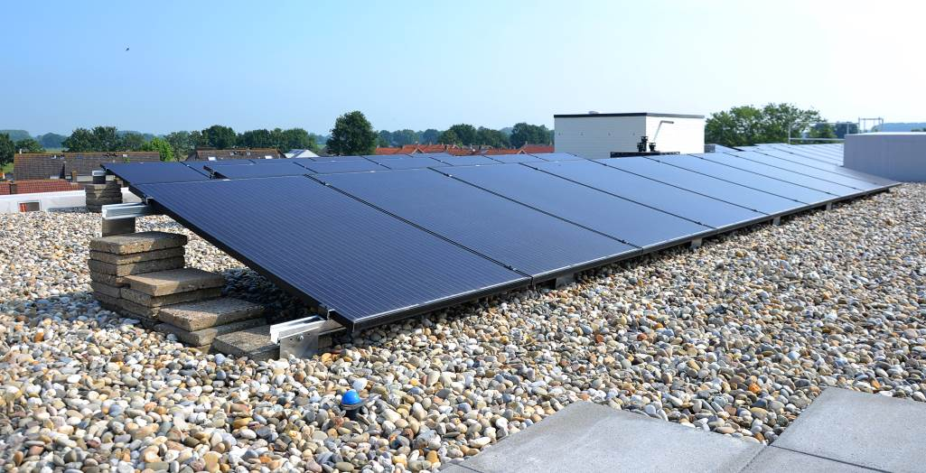 Anchor points for safe maintenance to solar panels