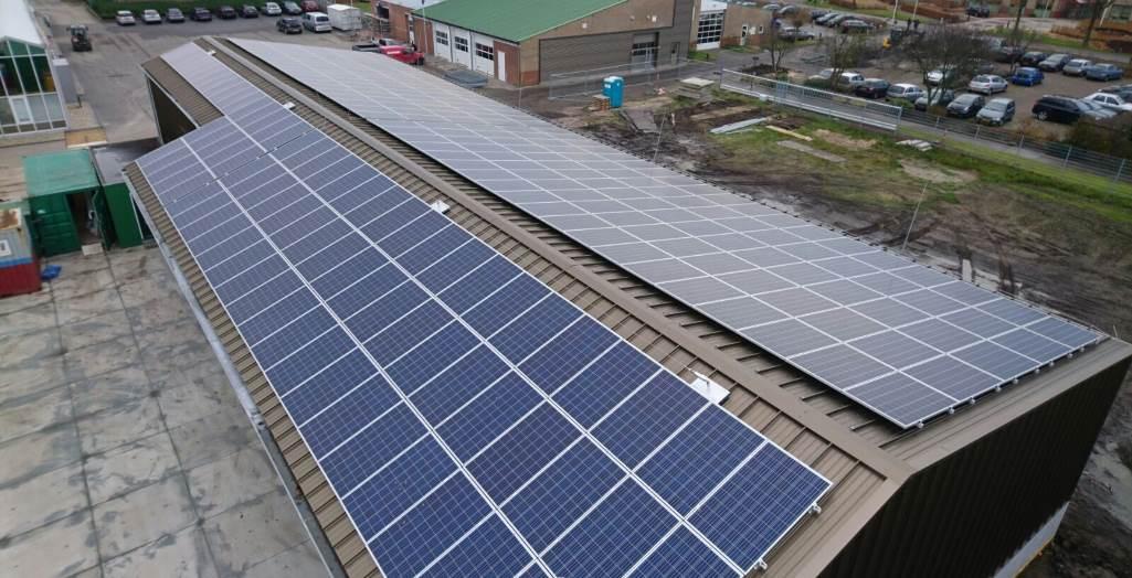 Horizontal lifeline with solar pv panels