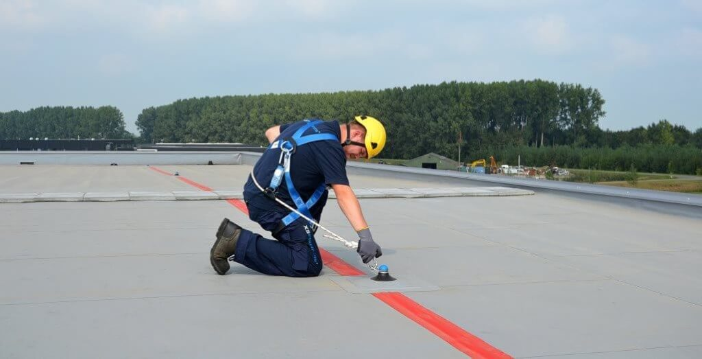 Single anchor point system to provide fall protection